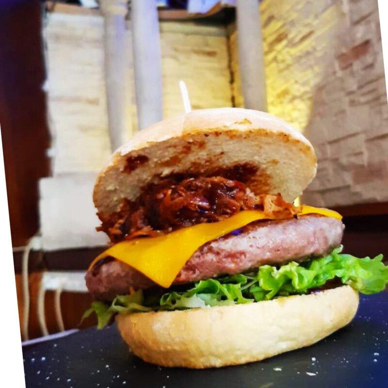 Auténticas hamburguesas de Cafetería La Catedral