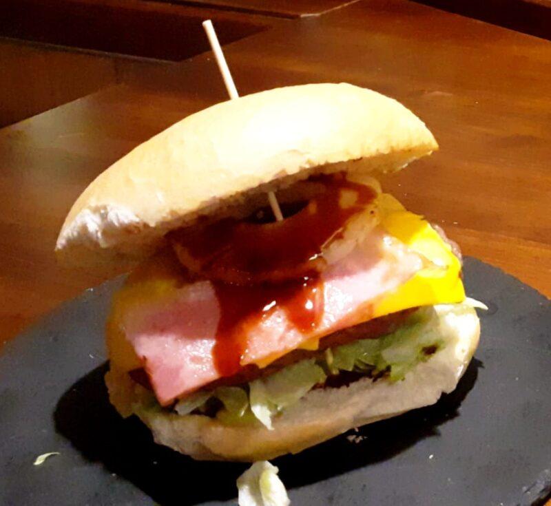 ¿Probamos la Hamburguesa Hawaiana?
