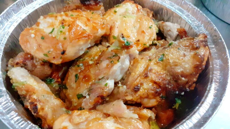 ¿No sabes qué comer hoy? ¡Pues un pollo a la brasa!